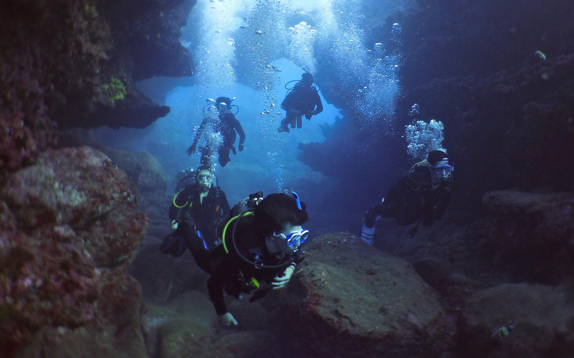 Oahu Scuba Diving Lava Tube 1