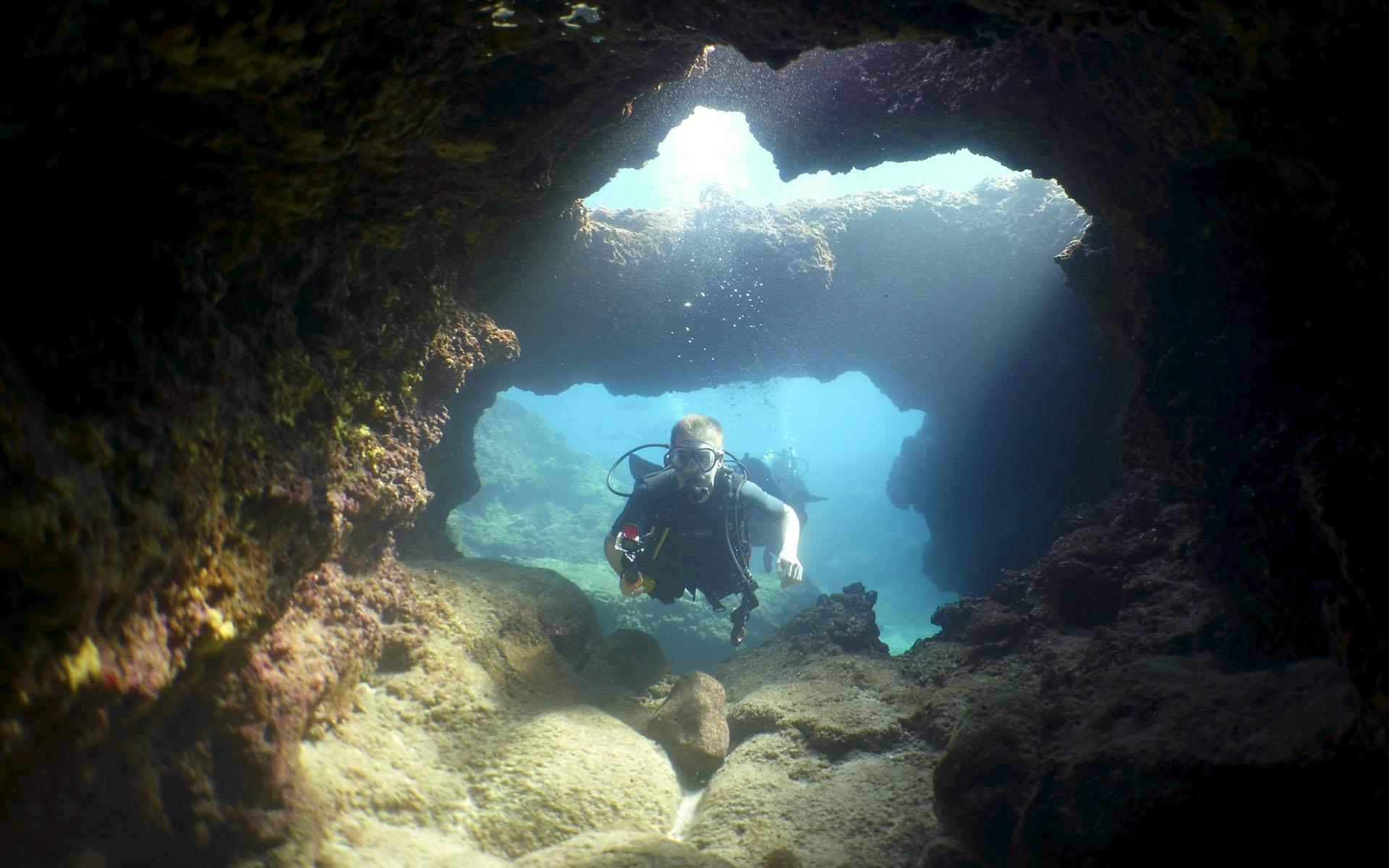 Oahu Scuba Diving Lava Tube 2