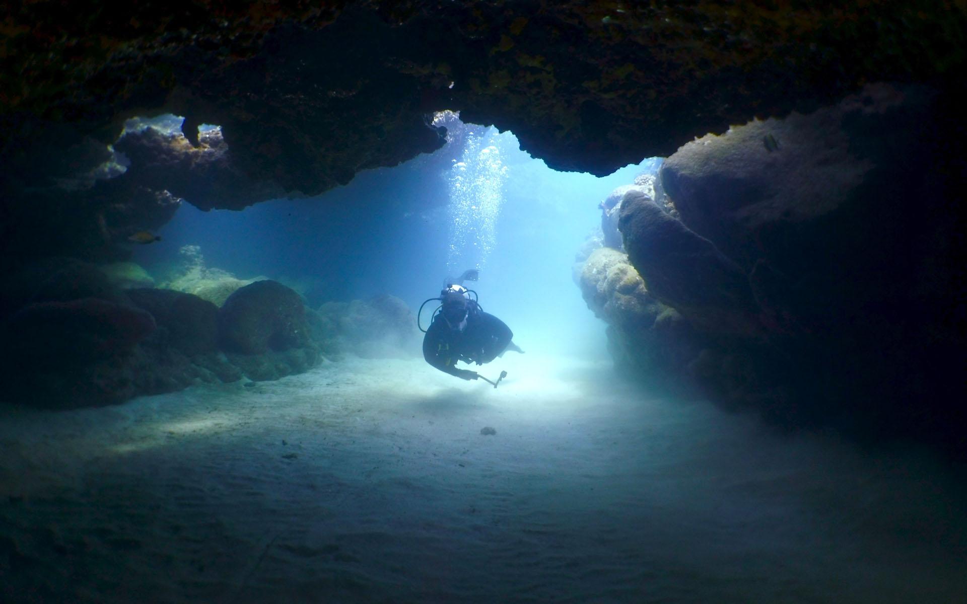Oahu Scuba Diving Lava Tube 3