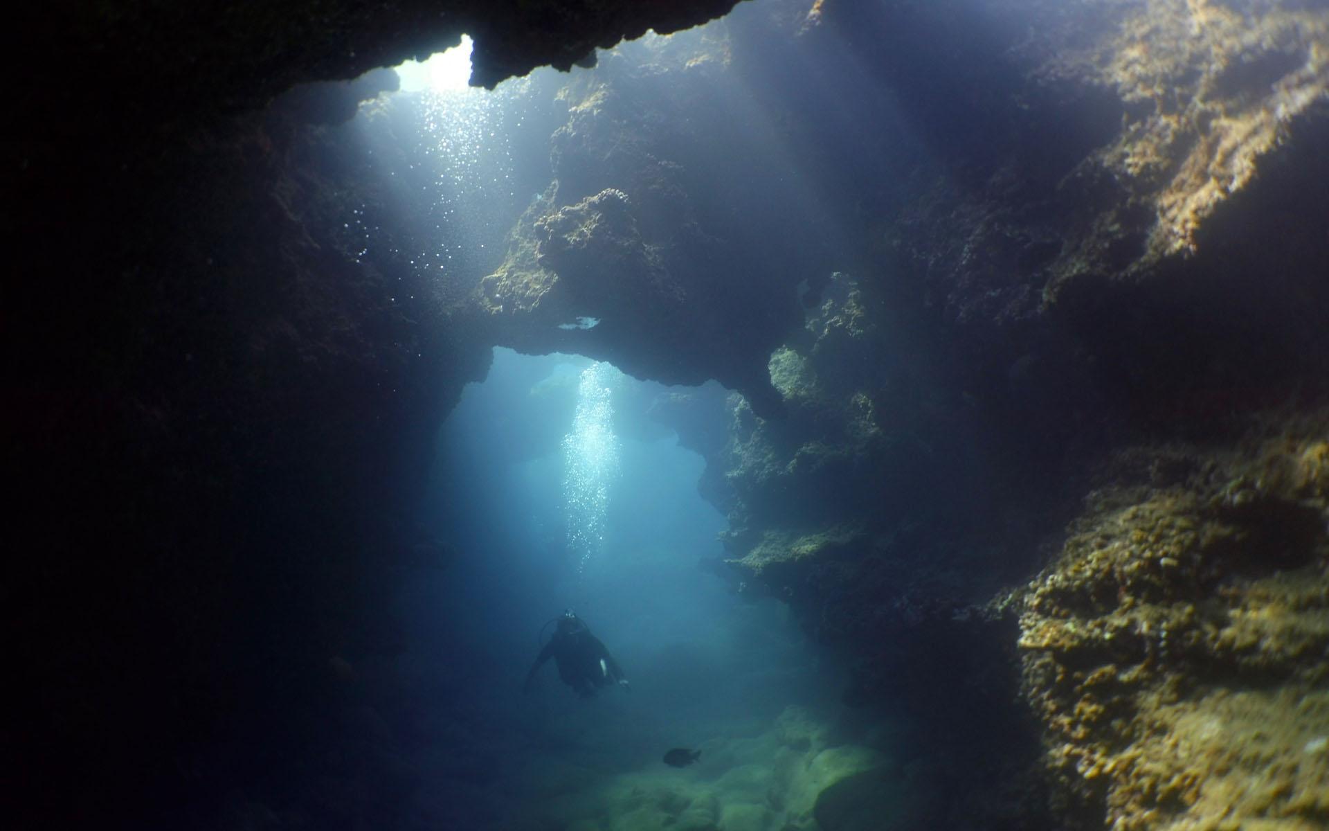 Oahu Scuba Diving Lava Tube 6